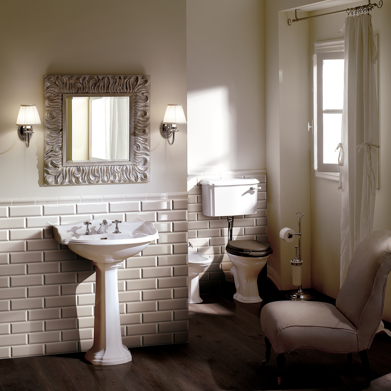 Classic Bathrooms: Devon & Devon: Ambientazione-Brick