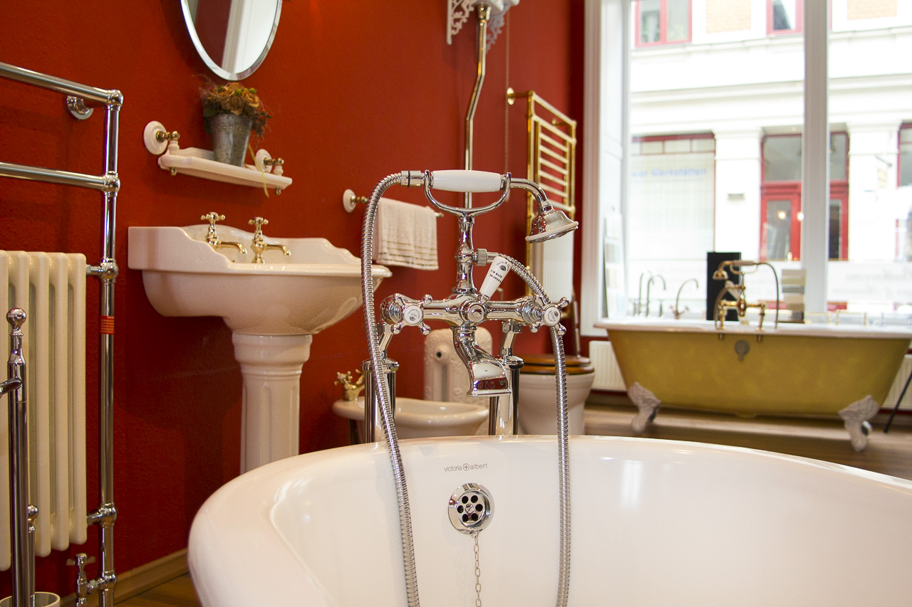 Classic Bathrooms Showroom: Sanitärkeramik