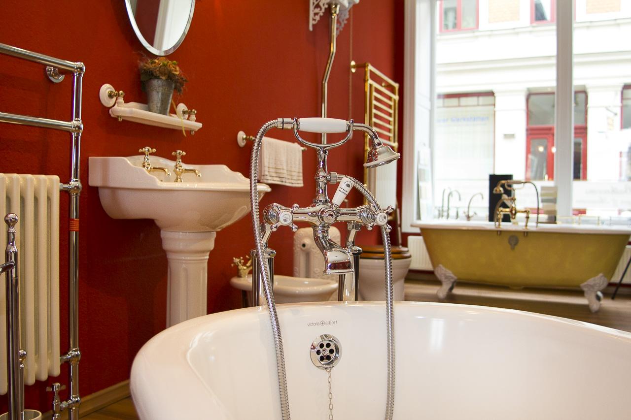 Classic Bathrooms Showroom: Sanitärkeramik